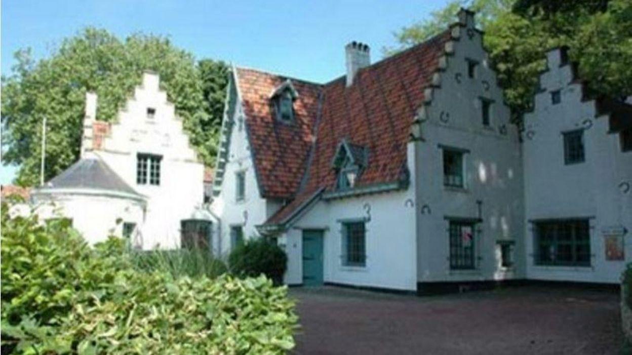 La maison devos monument class woluwe saint lambert for Adresse maison communale woluwe saint lambert