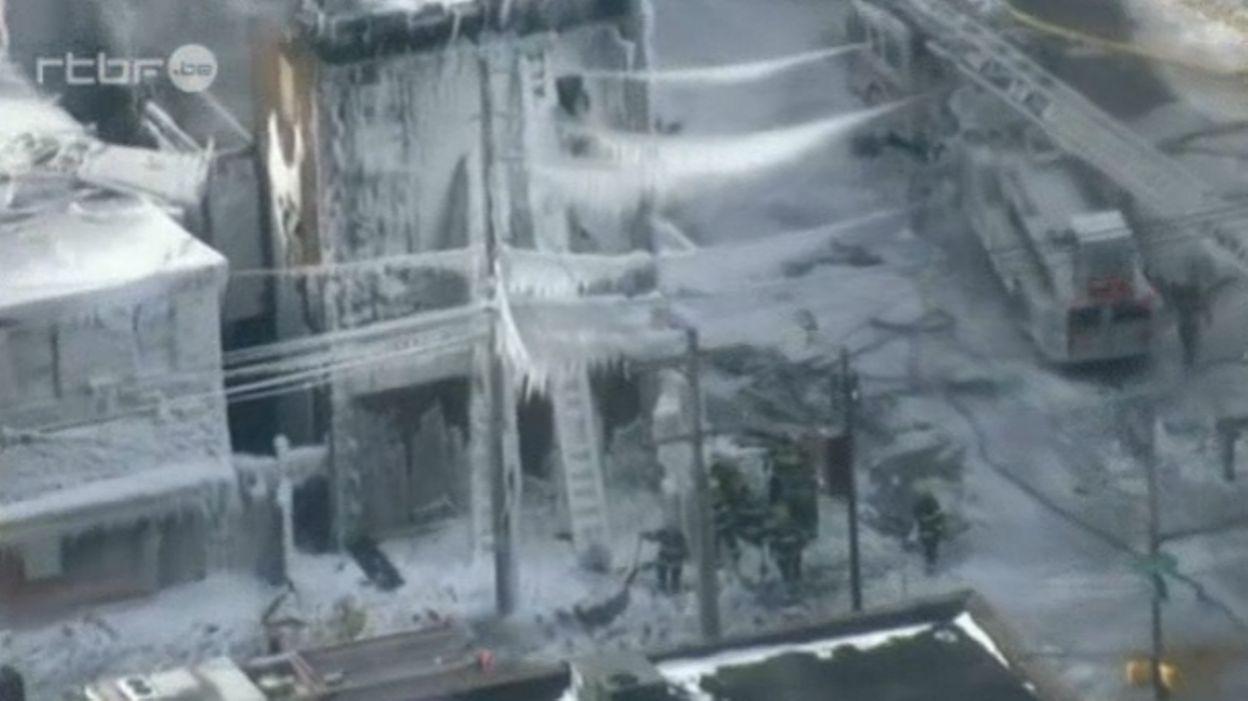 Un immeuble en feu finit emprisonn par les glaces vid o rtbf etcetera - Assurer un immeuble en copropriete ...