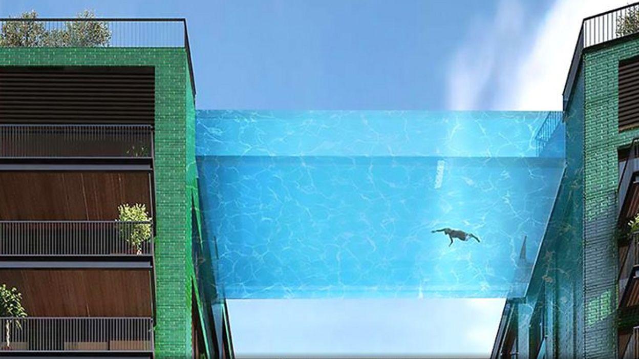 Une incroyable piscine transparente reliant deux immeubles for Piscine entre 2 immeubles