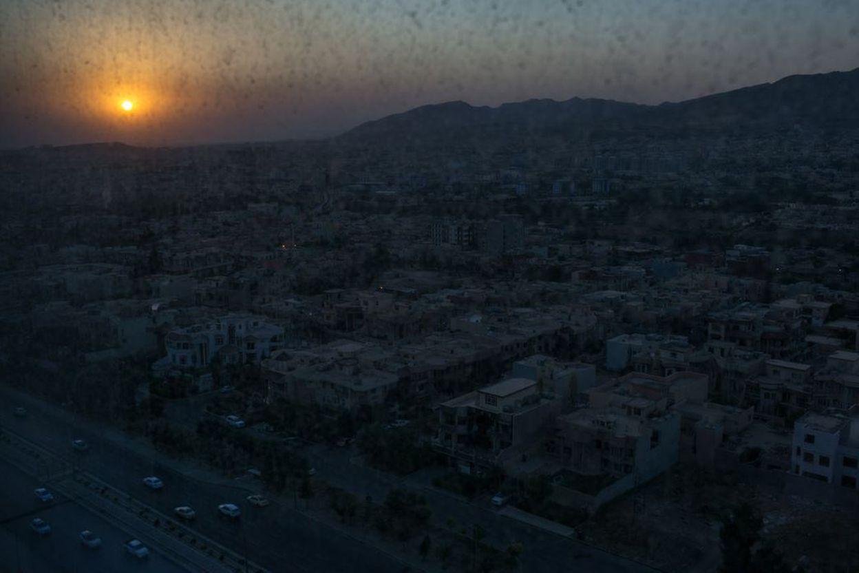 Un coucher de soleil à Dohuk, dans la région du Kurdistan du nord de l'Irak. Les militants de l'Etat Islamique ont conquis d'importants territoires en Irak, et le viol systématique des femmes et des jeunes  filles de la minorité religieuse Yazidi est fortement lié  à  l'organisation et à la théologie du groupe.