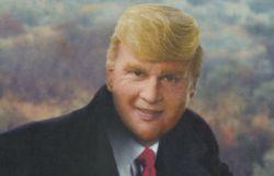 Une superstar déguisée en Donald Trump pour une parodie sophistiquée