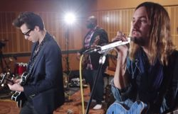 Choc des univers: Mark Ronson et Kevin Parker (Tame Impala) reprennent Queens Of The Stone Age