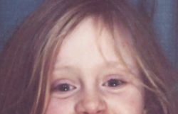 Le sourire craquant d'Adele enfant sur la pochette de son prochain single