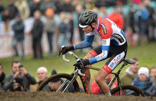van der Poel champion du monde de cyclo-cross, Van Aert 2e