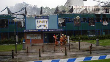 Le centre sportif de Jette complètement détruit par les flammes