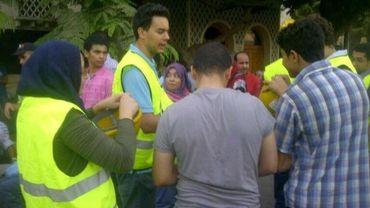 Briefing de volontaires de l'association TahrirBodyguard avant une manifestation