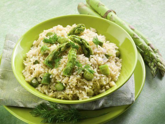 recette risotto aux asperges vertes et au parmesan rtbf cuisine. Black Bedroom Furniture Sets. Home Design Ideas