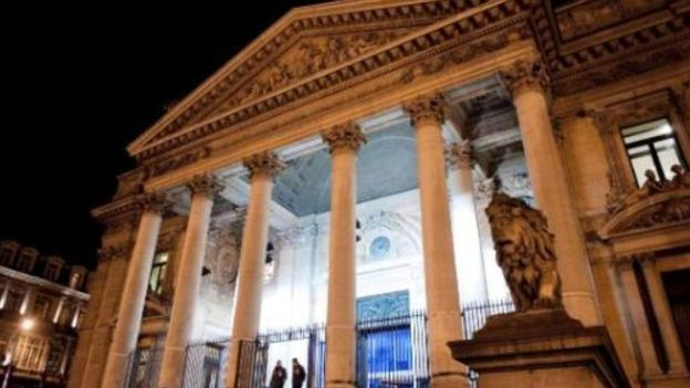 """Le fronton néoclassique de la Bourse va-t-il symboliser bientôt """"The belgian beer experience"""" ?"""