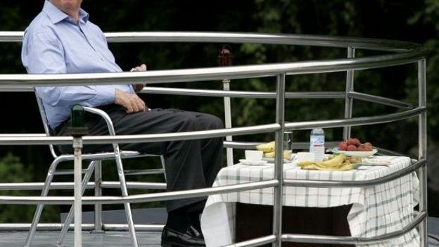 35 000 euros en 2008 pour la s curit du roi sur son yacht rtbf belgique. Black Bedroom Furniture Sets. Home Design Ideas