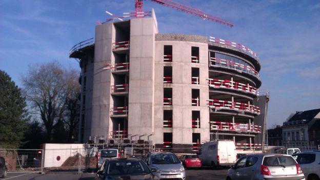 Mouscron le nouveau centre administratif prend forme for Piscine de mouscron