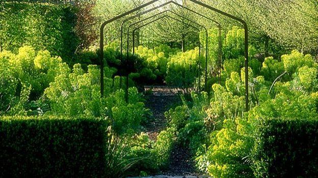 En normandie le jardin plume rtbf jardins loisirs for Jardin jardinier normandie