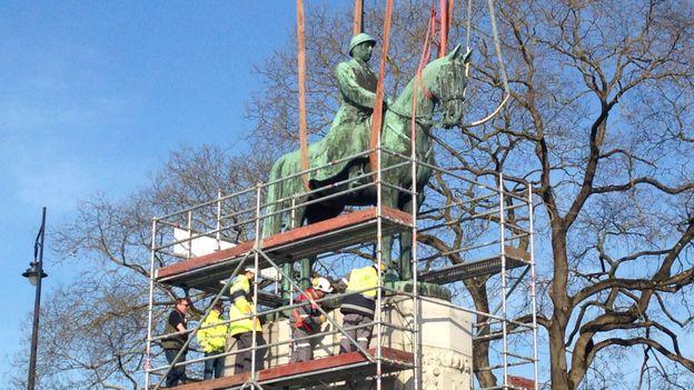 Déplacement de la statue du Roi Albert 1er.