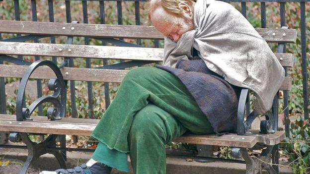 Toutes les catégories d'âge sont touchées par la précarité, jeunes comme personnes plus âgées.