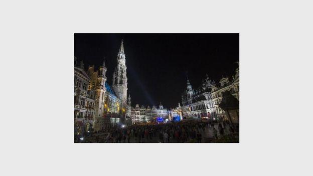 Une grue détériore la maison des Ducs de Brabant sur la Grand-place