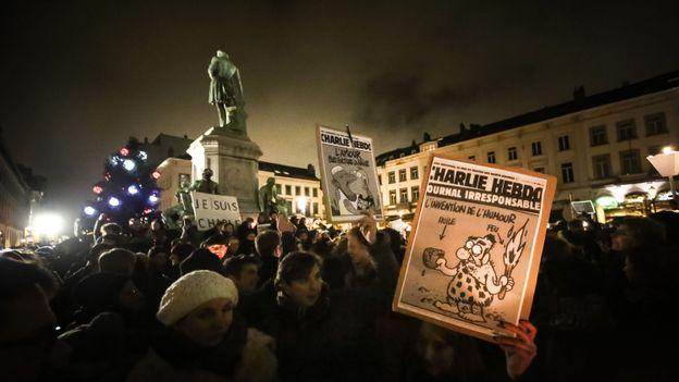 Entre 1000 et 1500 personnes se sont rassemblées sur la Place du Luxembourg, à Bruxelles.